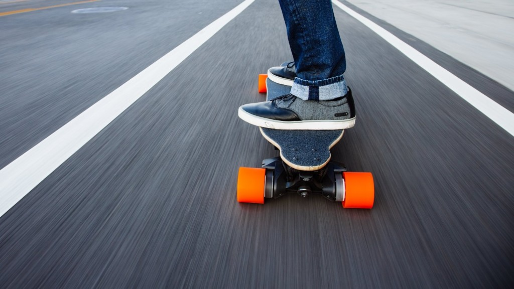 Boosted Dual+ 2000W Electric Skateboard road
